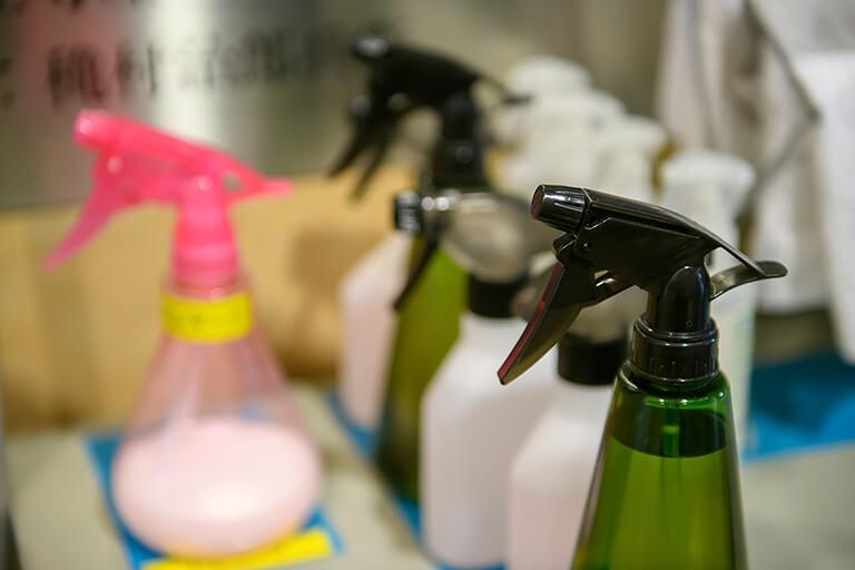 プロ仕様の清掃道具と洗剤
